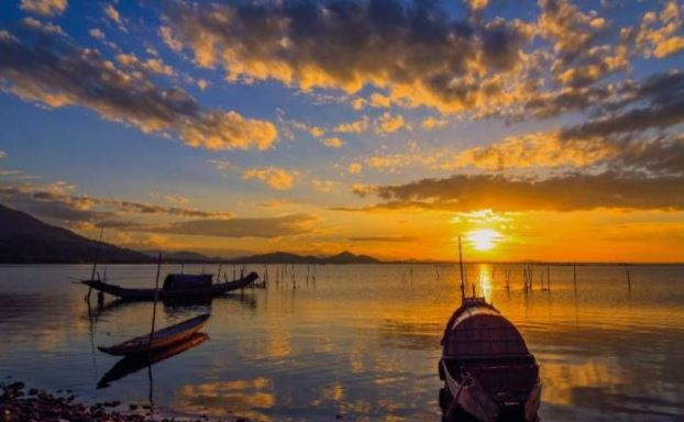 Lap An lagoon Hue- Phong Nha Locals Travel