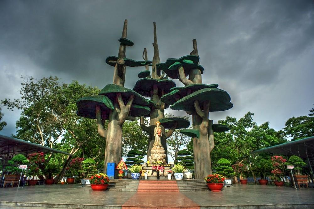 La Vang Holy Land- Phong Nha Locals Travel