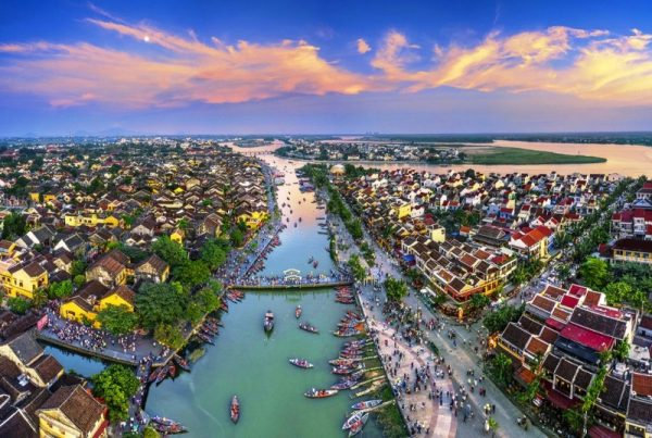 Hoian to Danang airport by private car- Phong Nha Locals Travel
