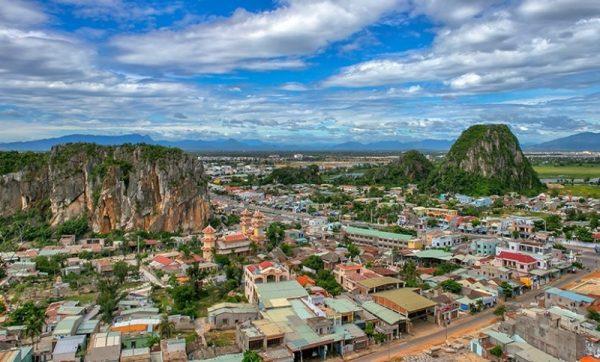 Hue to Hoi An by private car- Phong Nha Locals Travel