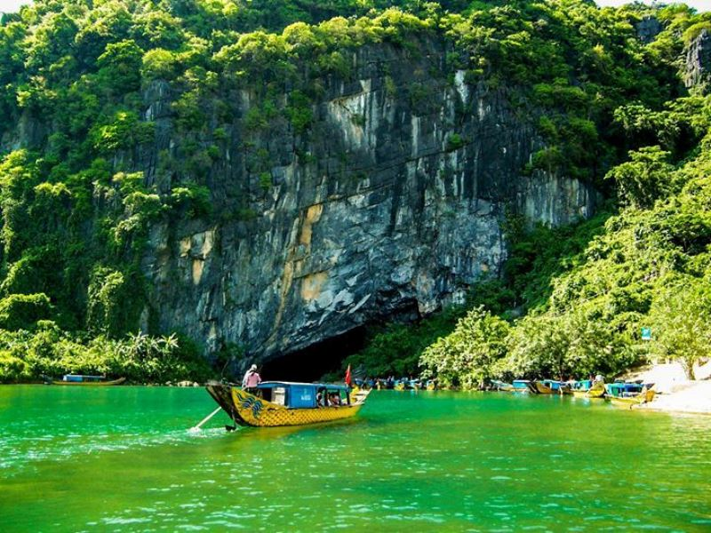 Phong Nha and Paradise Cave Deluxe Group Tour
